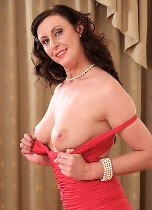 Perfect Tits MILF XXX Pictures