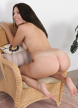 MILF on Knees XXX Pictures