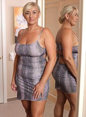 MILF Dress XXX Pictures