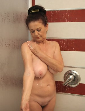 MILF Shower XXX Pictures
