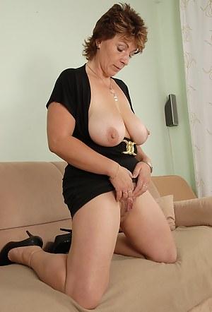 Saggy Tits MILF XXX Pictures