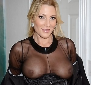 MILF Flashing Tits XXX Pictures