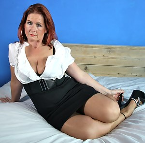 MILF Skirt XXX Pictures