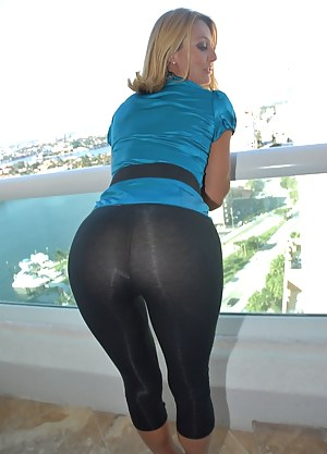 MILF Yoga Pants XXX Pictures