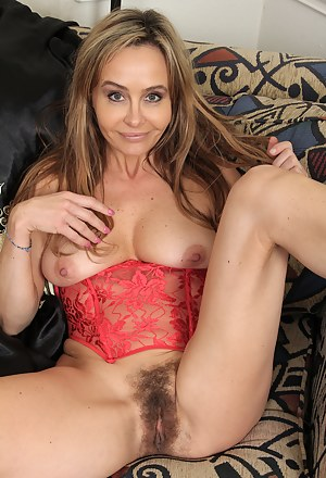 Hairy MILF Pussy XXX Pictures