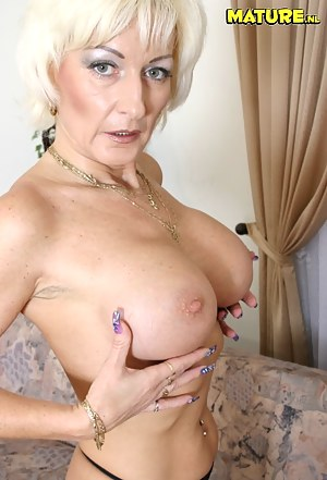 MILF Nails XXX Pictures