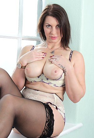 MILF Stockings XXX Pictures