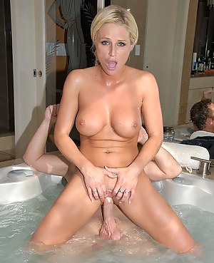 MILF Bathroom XXX Pictures