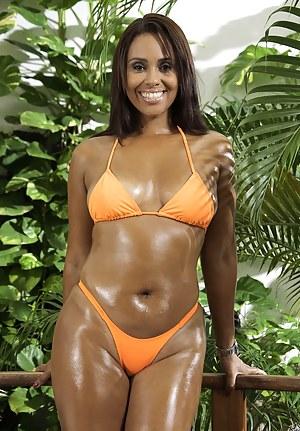 Oiled MILF XXX Pictures